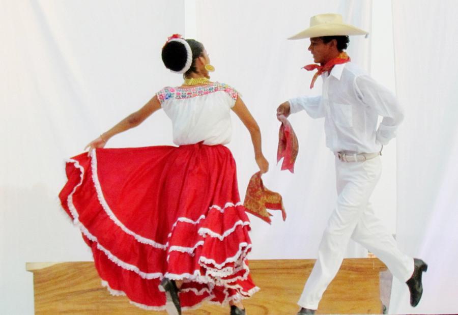 Zihuatanejo Folkloric Dancers
